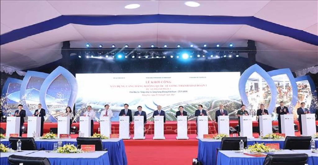 Trong những ngày đầu tiên của năm mới 2021, sáng 5/1 Thủ tướng Chính phủ Nguyễn Xuân Phúc đã tới dự và phát lệnh khởi công xây dựng Cảng Hàng không Quốc tế Long Thành giai đoạn 1